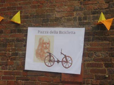 bike square pavia